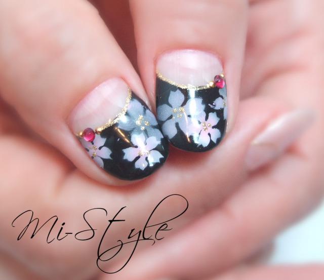 エレガントな夜桜ネイル&クールネイビーのニュアンスアート